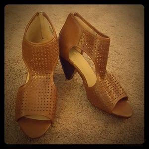 Cato cut out heel